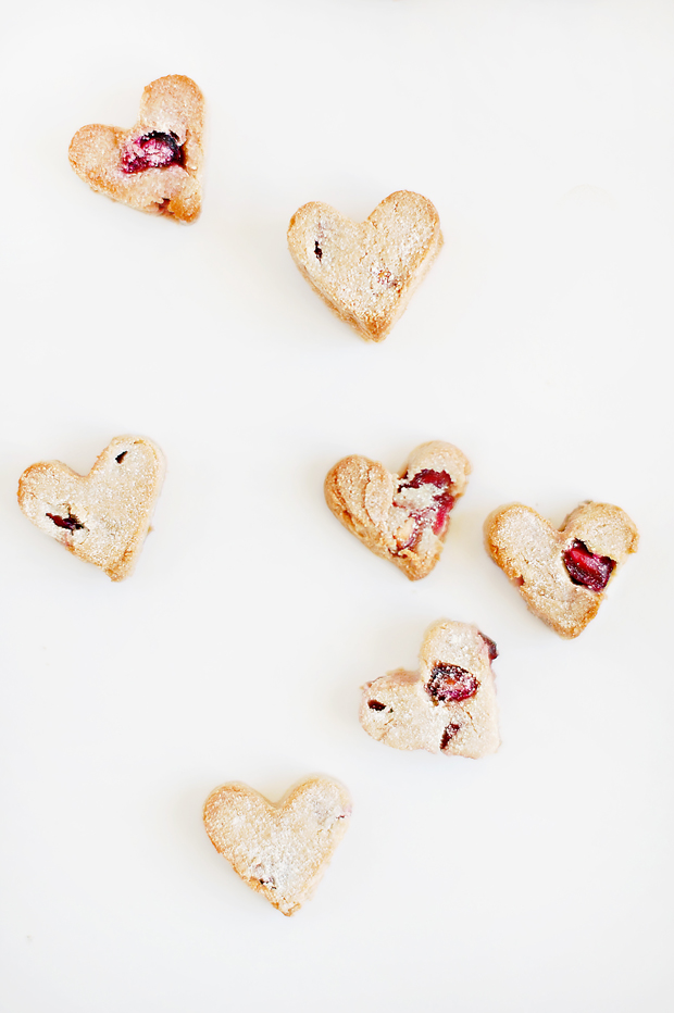 Easy, healthy homemade Valentine's Day Dog Treats recipe - your dog will love you more than ever! Grab the easy, DIY recipe and full tutorial here.