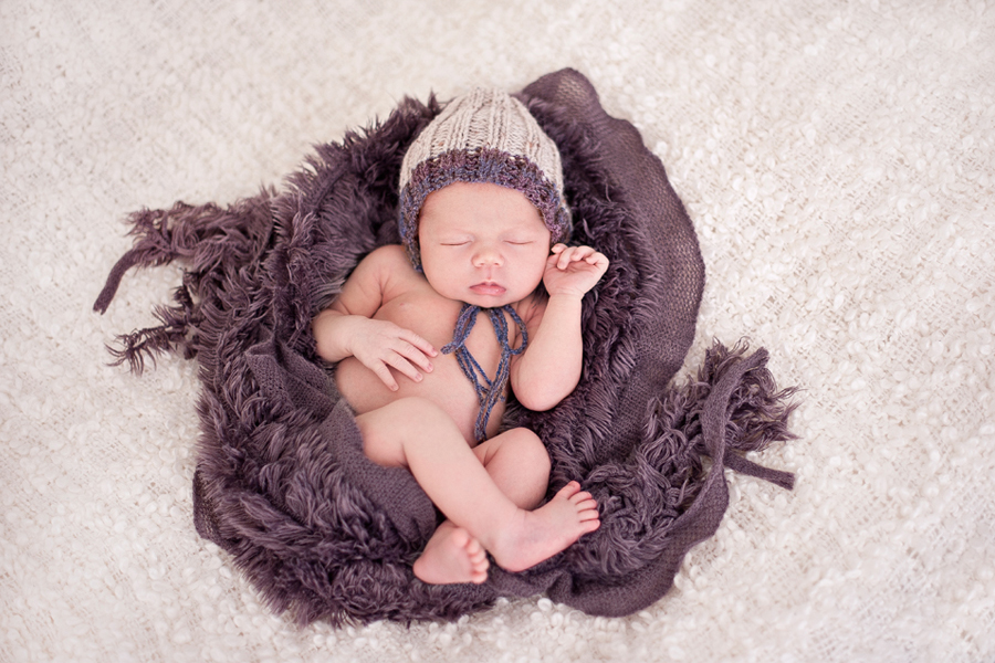 Top Tips for Newborn Photography - everything you need to know to get the perfect family photos! Photography by Seed Photography | www.prettyfluffy.com