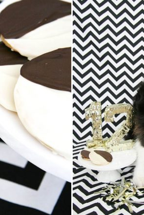 The iconic black and white cookie in dog form! Grab our FREE black and white cookie dog treat recipe here - it's super yummy, quick and easy to make.   Black & White Cookie Dog Treat Recipe   Pretty Fluffy