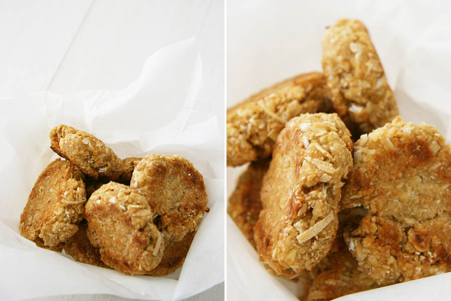 Anzac Biscuit Dog Treat Recipe | Anzac Biscuits are a hundred year old tradition in Australia. Make your own ANZAC biscuit dog treat recipe with our free tutorial - grab it here.