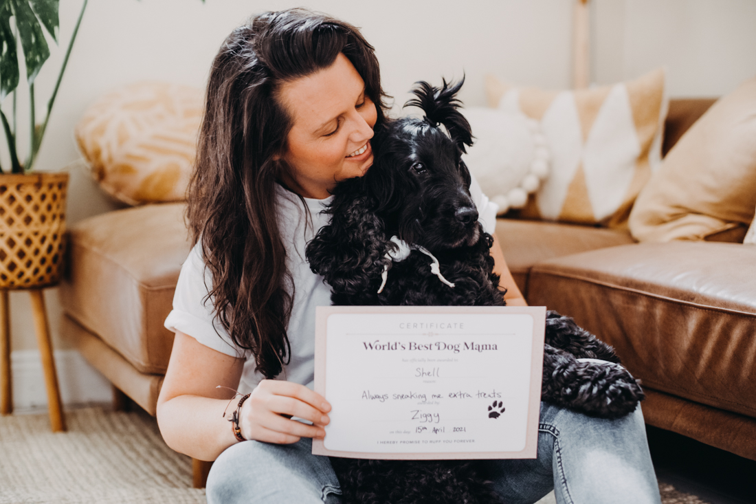 Cocker spaniel and mum with World's Best Dog Mama Certificate by Pretty Fluffy