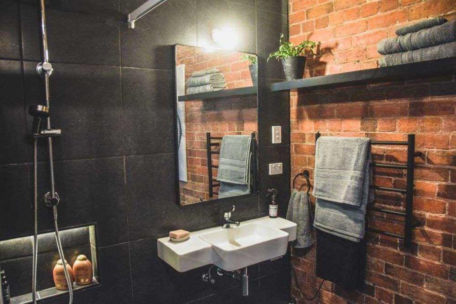 Modern, luxurious bathroom of Maison Maffra - Pet-friendly accommodation Maffra